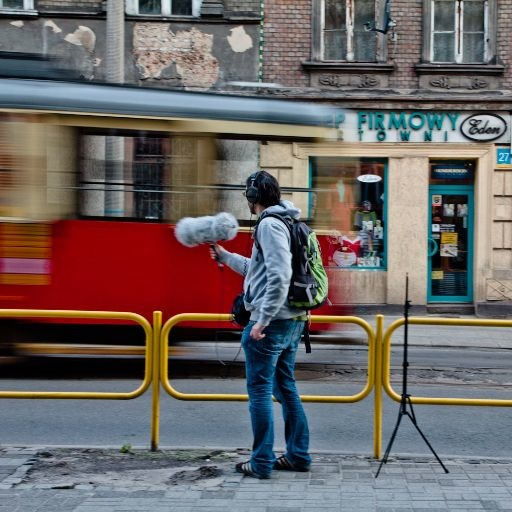 trams pass